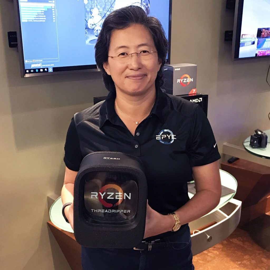 Lisa Su unveiling Ryzen Threadripper packaging